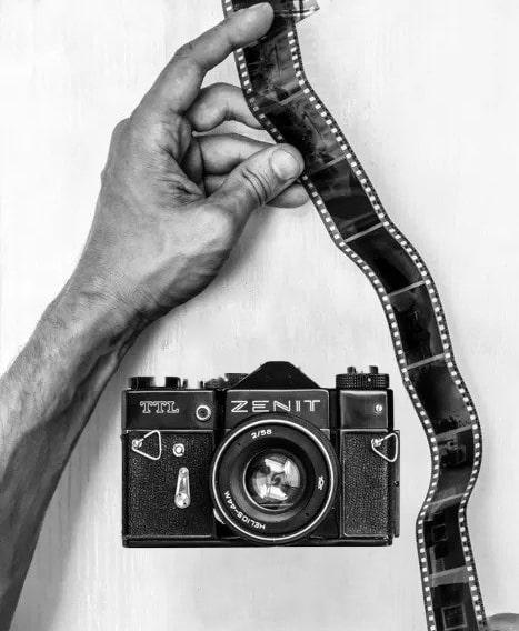 ظهور فیلم سیاه و سفید در خانه